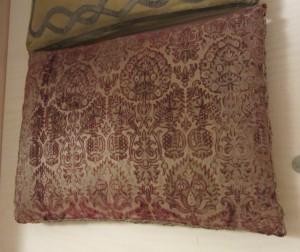 En mycket gammal altarkudde